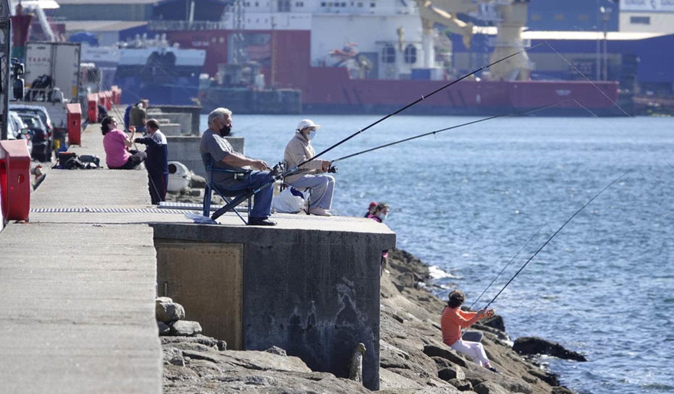 La pesca con caña en Galicia, el boom en O Berbés