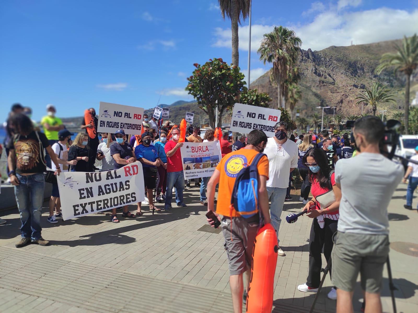 Concentración de los pescadores recreativos el 9 de Mayo en Santa Cruz de la Palma, en contra del Real Decreto.